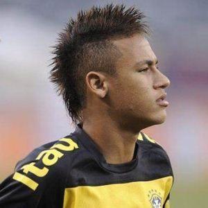 Neymar indemnizará a un árbitro por insultarlo por twiter