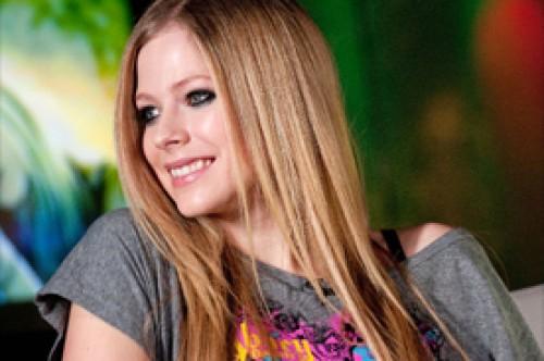 Avril Lavigne cocina para olvidar el estrés de su trabajo