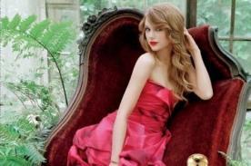 Taylor Swift en sexy y glamoroso afiche de nuevo perfume