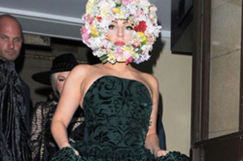 Lady Gaga donó su premio en honor a John Lennon a la fundación de Elton John