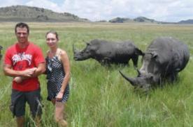Rinocerontes atacan a turistas por tomarse una foto con ellos