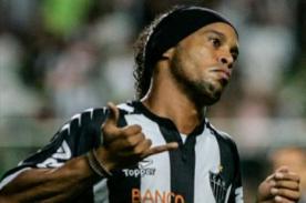 Video: Ronaldinho sorprende a Sao Paulo luego que Rogerio Ceni le cede agua