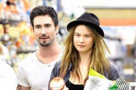 Adam Levine se comprometió con la modelo Behati Prinsloo