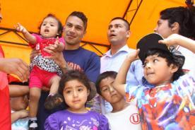 Paolo Guerrero celebró la Navidad con niños de Universitario