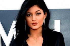 Kylie Jenner luce curvilínea figura en bikini