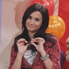 Demi Lovato venderá besos por 1 dólar - Sonny entre estrellas