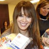 Hilary Duff hace trabajo de caridad en Chicago