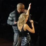 Taylor Swift soprende junto al rapero T.I. en concierto en Atlanta