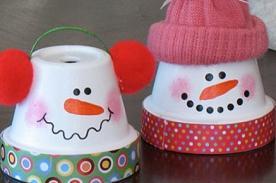 Adornos Navideños con macetas: Haz graciosos muñecos de nieve (Es fácil)