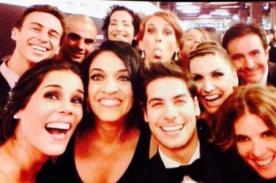 Bruno Ascenzo y elenco de A los 40 imitan el selfie de Ellen DeGeneres