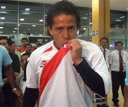 Josepmir Ballón ya está en Argentina para jugar por River Plate