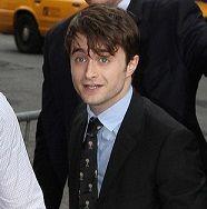 Daniel Radcliffe se relaja y cambia los zapatos por cómodas zapatillas