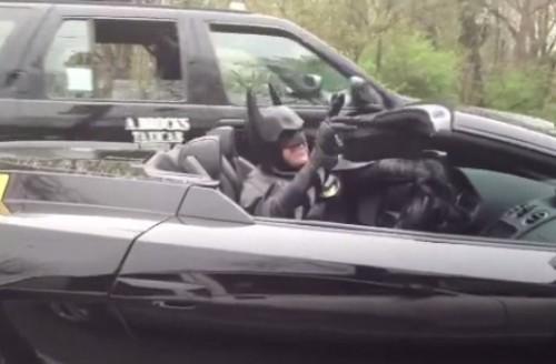 Video: Batman es detenido en Estados Unidos