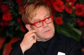 Elton John está preocupado por la infancia de su hijo