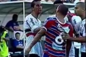 Video: Futbolísta agrede a contrario tirándole sangre en la cara