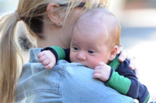 Fotos: Reese Witherspoon aparece en público con su bebé por primera vez