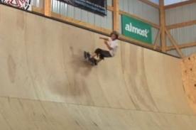 Video: Niño de 8 años es el más joven en realizar este truco de skate