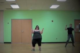 Joven con sobrepeso muestra su increíble talento para el baile - VIDEO