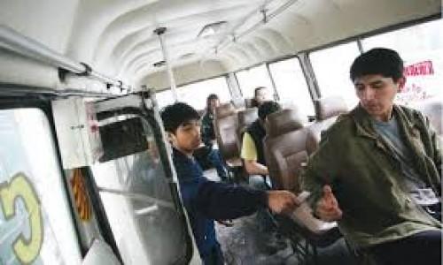 Arequipa: Un cobrador golpea a pasajero que pidió reducir la velocidad