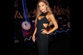 MTV EMA 2014 en vivo: Ariana Grande deja ver sensual escote en la gala [Fotos]