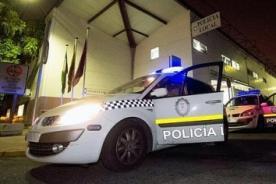 Policía es grabado teniendo intimidad en la calle - VIDEO