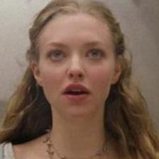 Amanda Seyfried en el trailer de Caperucita Roja