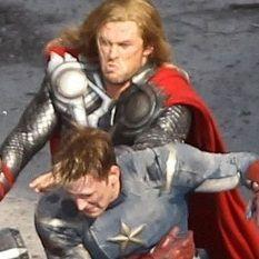 Chris Hemsworth vs Chris Evans: ¿Quién luce mejor en su traje de héroe?