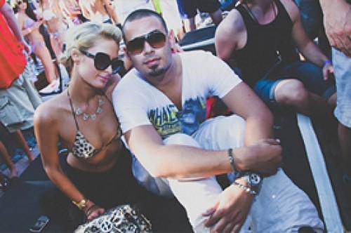 Paris Hilton niega que Afrojack haya terminado con ella