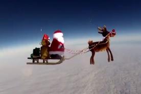 Insólito: Papá Noel llega a la estratosfera en su trineo - Video