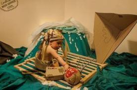 Padres realizan creativas recreaciones de películas junto a su bebé - FOTOS