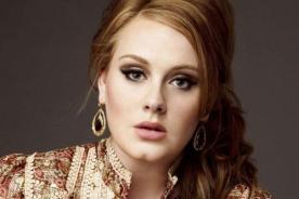 Adele reaccionó muy graciosa ante la presencia de murciélago en su concierto