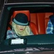 Christina Aguilera le compra un carro a su pareja Matt Rutler