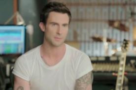 Adam Levine se deprimió en la secundaria debido al acné