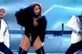 Jennifer Lopez criticada por vestir inapropiadamente en horario familiar