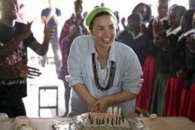 Demi Lovato sorprendida con emotiva fiesta de cumpleaños en África - Video