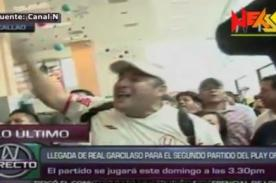 Play Off 2013: Hinchas de la 'U' reciben a Real Garcilaso en aeropuerto - VIDEO