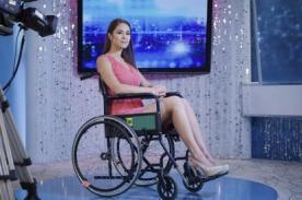 Karen Schwarz posa en silla de ruedas como apoyo a Wings for Life