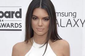 Twitter: Kendall Jenner recibe burlas por blooper en Premios Billboard 2014