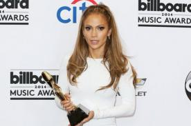 Comparan al Premio Billboard 2014 con miembro viril