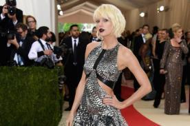 ¿Taylor Swift se aumentó el busto?