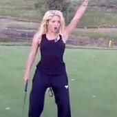 Shakira demuestra sus habilidades en el golf