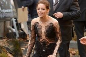 Kristen Stewart no soportó los tacones en la premiere de Blancanieves