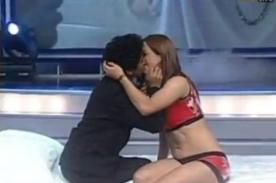 Combate: Concursante besa a Paloma Fiuza - Video