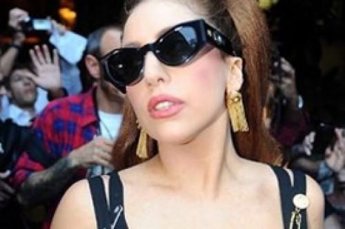 Lady Gaga cree que Calvin Harris está tratando de colgarse de su nombre