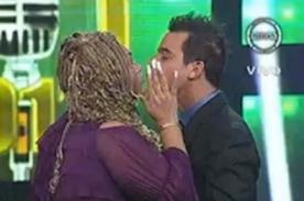 Yo Soy: 'Lucía de la Cruz' besa a Adolfo Aguilar en programa - Video