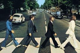 Portadas de The Beatles, Pink Floyd y Oasis localizados en Google Maps - FOTOS