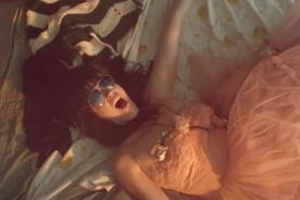 Katy Perry lució inmensa rosa en la cabeza en tributo a Paul McCartney