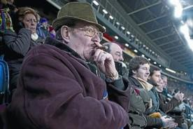 Barcelona: Hinchas catalanes podrán fumar en el Camp Nou