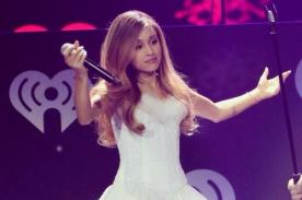 Ariana Grande sorprendió luciendo su cabello suelto en el KIIS Jingle Ball