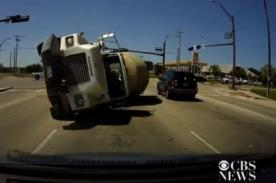 Increíble : Conductor sobrevive a tremendo choque automovilístico-VIDEO
